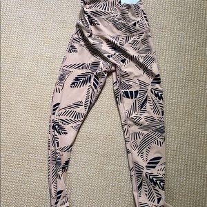 BRAND NEW (still has tag) Aerie 7/8 leggings